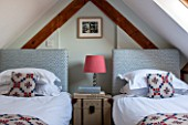 THE FREETH, HEREFORDSHIRE: ATTIC TWIN ROOM - BEDS, LAMP, FABRIC CHEST, BEDROOM, CUSHIONS, BEDHEADS