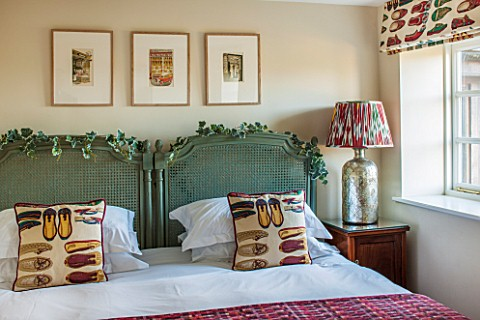THE_FREETH_HEREFORDSHIRE_GREEN_AND_RUBY_BEDROOM_RATAN_BEDHEADS_SHOE_PRINT_CUSHIONS_THROW_TULIP_PRINT