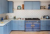 LONDON HOUSE DESIGNED BY JULIE SIMONSEN. THE KITCHEN WITH LA CORNUE RANGE COOKER AND LAURENCE PIDGEON BLUE UNITS. METRO TILED WALLS AND MARBLE WORKTOPS.