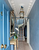 LONDON HOUSE DESIGNED BY JULIE SIMONSEN. ENTRANCE AND HALLWAY WITH POLISHED PLASTER WALLS AND CARPETED STAIRS