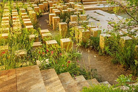 CHELSEA_FLOWER_SHOW_2017_THE_M__G_GARDEN_DESIGNED_BY_JAMES_BASSON_ROCK_STONE_QUARRY_MALTA_LIMESTONE_