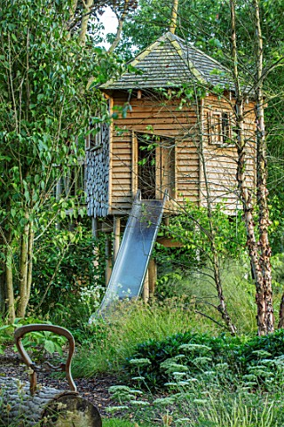 THE_OLD_RECTORY_QUINTON_NORTHAMPTONSHIRE_DESIGNER_ANOUSHKA_FEILER_WOODEN_TREE_HOUSE_IN_WOODLAND_PLAY