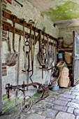 PARHAM, SUSSEX: OLD TOOLS IN TOOLSHED. VINTAGE, ANTIQUE