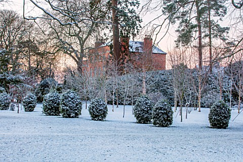 MORTON_HALL_WORCESTERSHIRE_WINTER__FROST_SNOW_LAWN_VIEW_OF_HOUSE_ENGLISH_COUNTRY_GARDEN_COLD_DECEMBE