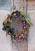 OLD COUNTRY FARM, WORCESTERSHIRE: HELEBORE WREATH MADE WITH DARK RED, PLUM, BLACK HELEN BALLARD HELLEBORES - HELLEBORUS X HYBRIDUS, WALL, DISPLAYS, ARRANGEMENTS