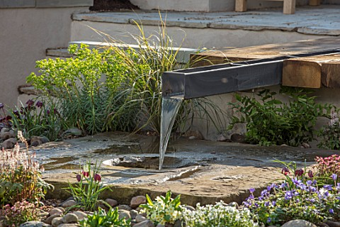 ASCOT_SPRING_GARDEN_SHOW_WATER_FEATURE_BY_PIP_PROBERT__RILL_WATER_FEATURE_RUSTIC_OAK_TABLE_COURTYARD