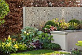 ASCOT SPRING GARDEN SHOW: WATER FEATURE BY PIP PROBERT - CITY, URBAN, SCREEN, SCREENING, SCREENS, HEDGES, HEDGING, BOUNDARY, BOUNDARIES, FORMAL