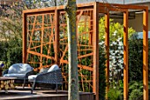ASCOT SPRING GARDEN SHOW: GARDEN DESIGNED BY KATE GOULD: CORTEN STEEL SCREEN, SMALL, FORMAL, URBAN, TOWN, SEATING, SCREENS, SCREENING, BOUNDARY, BOUNDARIES, PERGOLA