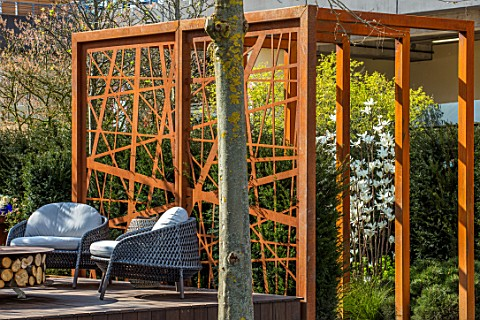 ASCOT_SPRING_GARDEN_SHOW_GARDEN_DESIGNED_BY_KATE_GOULD_CORTEN_STEEL_SCREEN_SMALL_FORMAL_URBAN_TOWN_S