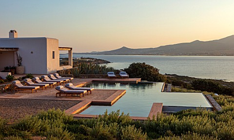 ANTIPAROS_GREECE_DESIGNER_THOMAS_DOXIADIS_VILLA_WITH_SWIMMING_POOL_LANDSCAPE_DAWN_GREEK_WATER