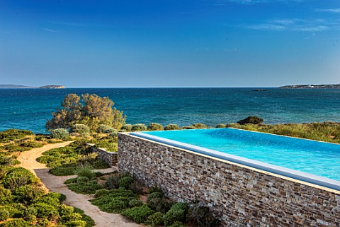 ANTIPAROS_GREECE_DESIGNER_THOMAS_DOXIADIS_SWIMMING_POOL_AND_OLIVE_TREE_BESIDE_THE_SEA