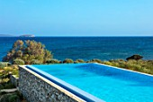ANTIPAROS, GREECE, DESIGNER THOMAS DOXIADIS: SWIMMING POOL AND OLIVE TREE BESIDE THE SEA