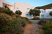 ANTIPAROS, GREECE, DESIGNER THOMAS DOXIADIS: VILLA, PATH AND LAVENDER