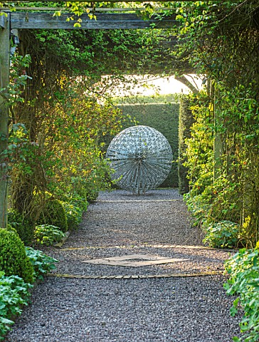 MITTON_MANOR_STAFFORDSHIRE_PATH_TOPIARY_AVENUE_FORMAL_COUNTRY_BOX_TOPIARY_HEDGES_HEDGING_EVERGREEN_S