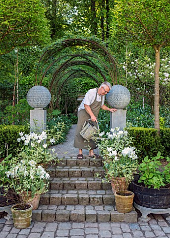 CLAUS_DALBY_GARDEN_DENMARK_CLAUS_DALBY_WATERING_CONTAINERS_IN_THE_SUNKEN_GARDEN_SPRING_STEPS_TERRACO
