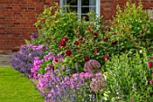 MORTON HALL, WORCESTERSHIRE: SOUTH GARDEN: LAWN, BORDER, STATUE, SUMMER, ROSE MUNSTEAD WOOD, PHLOX BILL BAKER, NEPETA WALKERS LOW, ALLIUM CHRISTOPHII