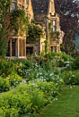 ASTHALL MANOR, OXFORDSHIRE: PATH WITH ALCHEMILLA MOLLIS, ROSES CLIMBING UP MANOR HOUSE, SUMMER, ENGLISH, COUNTRY, GARDENS