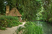 ASTHALL MANOR, OXFORDSHIRE: PATH, POOL, POND, LAKE, WOODEN SUMMERHOUSE, ENGLISH, COUNTRY, GARDEN, THATCHED, OUTBUILDING, GAZEBO