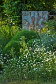 HARVARD FARM, DORSET: BOX BALLS, OX EYE DAISIES, ARTWORK BY TIM HOBSON. GREEN, BORDERS, BUXUS, WILDFLOWERS