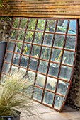 TANYA SOUTHWORTH GARDEN, LONDON, DESIGNER ANOUSHKA FEILER: ANTIQUE MIRROR, SMALL, FORMAL, TOWN, URBAN, NIGHT, LIGHTS