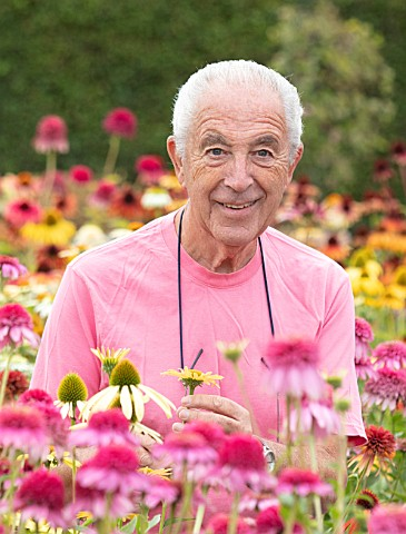 MEADOW_FARM_GARDEN_AND_NURSERY_WORCESTERSHIRE_ROB_COLE_AMONGST_ECHINACEAS_IN_THE_NURSERY_PERENNIALS_