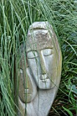 MEADOW FARM GARDEN AND NURSERY, WORCESTERSHIRE: LOVING COUPLE STONE SCULPTURE