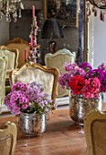 PYTTS HOUSE, OXFORDSHIRE: THE DINING ROOM. DINING TABLE, CHAIRS, CANDELABRAS, MIRROR, PINK FLOWERS OF PHLOX IN SILVER CONTAINERS