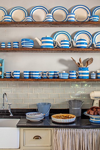 ALHAM_FARM_SOMERSET_CORNISHWARE__TRADITIONAL_FARMHOUSE_KITCHEN_IN_BLUE_AND_CREAM_ENGLISH_COUNTRY_COT