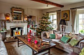 PYTTS HOUSE, OXFORDSHIRE: LIVING ROOM WITH FIREPLACE, SOFAS, CHRISTMAS TREE, WINTER