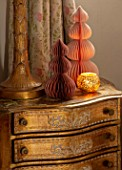 PYTTS HOUSE, OXFORDSHIRE: CLASSIC BEDROOM, GOLD, BURNT ORANGE: CHRISTMAS, CANDLES, PAPER DECORATIONS, LAMP