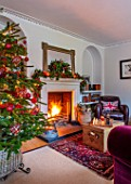 GIBBONS CROFT, WEST CLANDON, SURREY: CHRISTMAS - SITTING ROOM, RED AND WHITE, OPEN FIRE, CHRISTMAS TREE, MIRROR