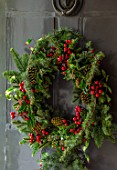 GIBBONS CROFT, WEST CLANDON, SURREY: CHRISTMAS - DECORATIONS, WREATH, FRONT, DOOR