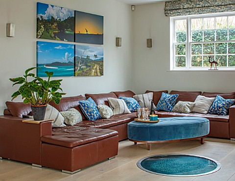 GIBBONS_CROFT_WEST_CLANDON_SURREY_OPEN_PLAN_LIVING_AREA_FAMILY_SEATING_AREA_LARGE_LEATHER_SOFA_CUSHI