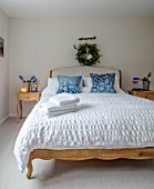 GIBBONS CROFT, WEST CLANDON, SURREY: BEDROOM, NEUTRAL COLOURS, WHITE, BLUE CUSHIONS