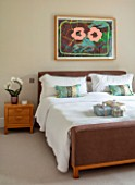 SPRINGFIELDS HOUSE, WEST CLANDON, SURREY: MASTER BEDROOM: BED, WHITE BEDDING, CUSHIONS, MIRROR, MODERN ART