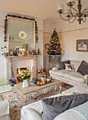 AMANDA KNOX HOUSE GRANTHAM: LIVING ROOM, CHRISTMAS, TREE, LOUNGE, FIREPLACE, MIRROR
