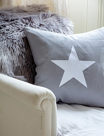 AMANDA_KNOX_HOUSE_GRANTHAM_CHRISTMAS_LIVING_ROOM__GREY_CUSHION_WITH_WHITE_STAR_ON_LOUNGER