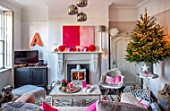 AMANDA KNOX HOUSE GRANTHAM: FRONT LIVING ROOM, FIREPLACE, MODERN ABSTRACT PAINTING, CHRISTMAS TREE, TABLE