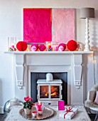 AMANDA KNOX HOUSE GRANTHAM: FRONT LIVING ROOM, FIREPLACE, MODERN ABSTRACT PAINTING, CHRISTMAS, TABLE, PRESENTS, CANDLES