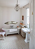 AMANDA KNOX HOUSE GRANTHAM: BATHROOM: CLASSIC BATH AND CHAIR, MIRROR