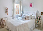 AMANDA KNOX HOUSE GRANTHAM: MASTER BEDROOM, CUSHIONS, BED, LAMP, PINK, WHITE, CHRISTMAS