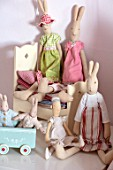 AMANDA KNOX HOUSE GRANTHAM: GIRLS BEDROOM, PINK, WHITE, CHRISTMAS, RABBIT TOYS