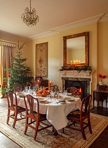 MARBURY_HALL_SHROPSHIRE_DESIGNER_SOFIE_PATONSMITH__TAPESTRY_DINING_ROOM_SWEDISH_CHRISTMAS__LUNCH_SER