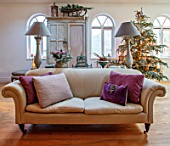 MERRYWOOD, JACKY HOBBS HOUSE, LONDON: CHRISTMAS, SITTING ROOM, CHRISTMAS TREE, SLEDGE, SOFA, LAMPS, CUSHIONS