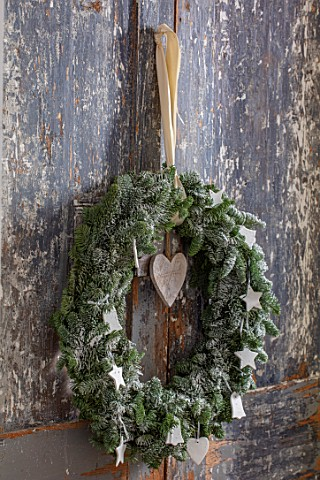 MERRYWOOD_JACKY_HOBBS_HOUSE_LONDON_NATURAL_FIR_WREATH_DECORATION_CHRISTMAS