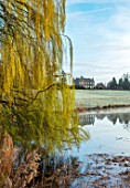 THENFORD GARDENS & ARBORETUM, NORTHAMPTONSHIRE: THE LAKE , HOUSE AND WILLOW TREE, SPRING