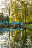 THENFORD GARDENS & ARBORETUM, NORTHAMPTONSHIRE: BLUE BRIDGE OVER LAKE, POND, WILLOW, SPRING, DESIGNER ROBERT ADAMS