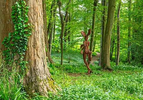 PAINSWICK_ROCOCO_GARDEN_GLOUCESTERSHIRE_ART_UNBOUND_WOODLAND_WITH_WILD_GARLIC_RAMSONS_ALLIUM_URSINUM