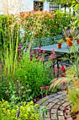 BATTS COTTAGE, OXFORDSHIRE: PATH, PATIO, TABLE, CHAIRS, STIPA GIGANTEA, CENTRANTHUS RUBER, FENNEL, PENSTEMON RAVEN