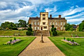 CANONS ASHBY, NORTHAMPTONSHIRE, THE NATIONAL TRUST: GRAVEL PATH, SUNDIAL, STEPS, HOUSE, LAWN, JULY